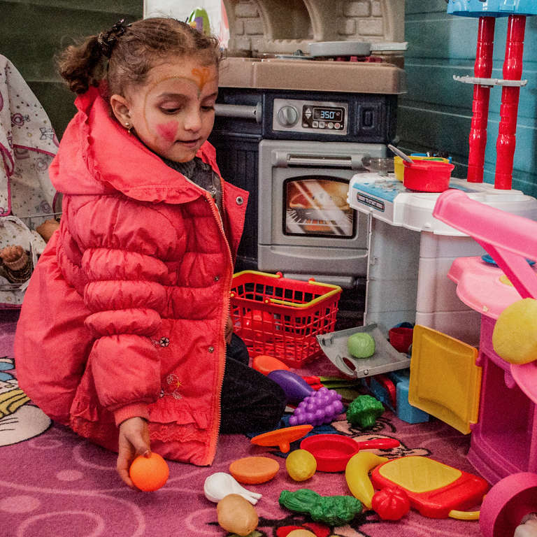 Story central Info:  Tala, 5 years old, loves saying the names of different fruits and vegetables. She attends one of Save the Children's kindergartens in Za'atari Refugee Camp and loves playing with the kitchen toys. Photo Credit: Beatriz Ochoa/Save the Children 2016