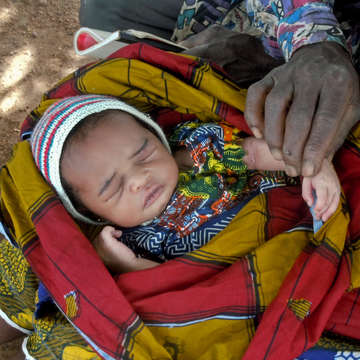 A community health worker, makes a home visit to a 7 day-old newborn in Mali. The infant and mother are doing well. Photo credit: Save the Children, September 2012.
