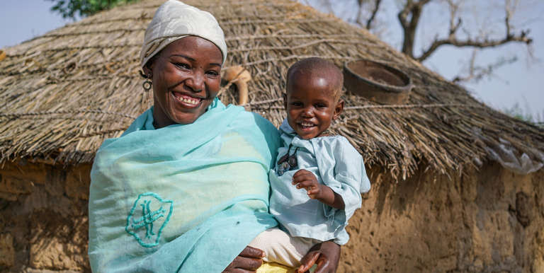 Rabiou and mother Fatima Saïbou at home in their village in Niger. Photo Credit: Talitha Brauer/Save the Children 2016