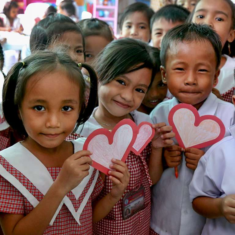 Students from a kindergarten class in the Philippines make personalized valentines cards for Enrique Iglesias as a surprise thank you for teaming up with Save the Children to help kids, like them, who live in areas affected by natural disasters and other crises. Photo Credit: Save the Children/Denvie Balidoy 2016.