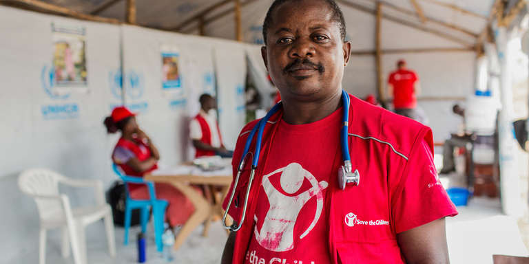EHU (Emergency Health Unit) medical staff in the Save the Children mobile clinic in Rhino camp, Uganda.  Photo Credit: Guilhem Alandry 2017