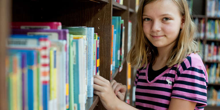11-year-old Amy, in her school library in Kentucky. Amy is in the 6th grade and is sponsored by TJMAXX. Photo credit: Susan Warner/Save the Children, January 2015.