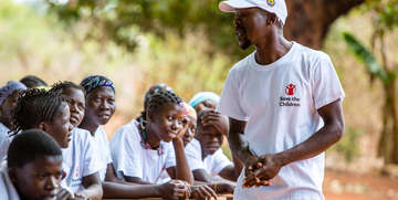 Girls and boys in Mozambique learn gender and adolescent health tips, so they are empowered to make positive decisions for their futures. Photo Credit: Victoria Zegler/Save the Children, 2017.