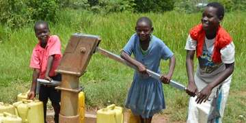 Children in Uganda's sponsorship program pump water made possible by Save the Children in Aiguie, Niger. Photo Credit: Save the Children 2016.