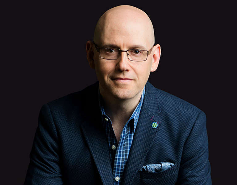 A photo portrait of Brad Meltzer.