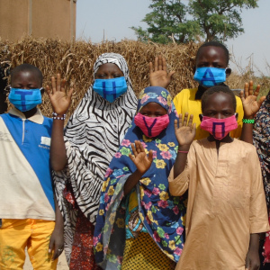Students in Niger show their thanks to Save the Children donors during the Corona virus pandemic.