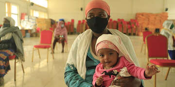 Admist the Coronavirus pandemic in Ethiopia, Save the Children is planning to support families financially and increase their access to food with the Cash Transfer program. Misak Workneh / Save the Children 2020.