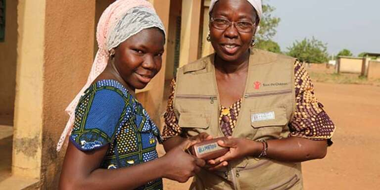 A girl and a health worker in Mali.
