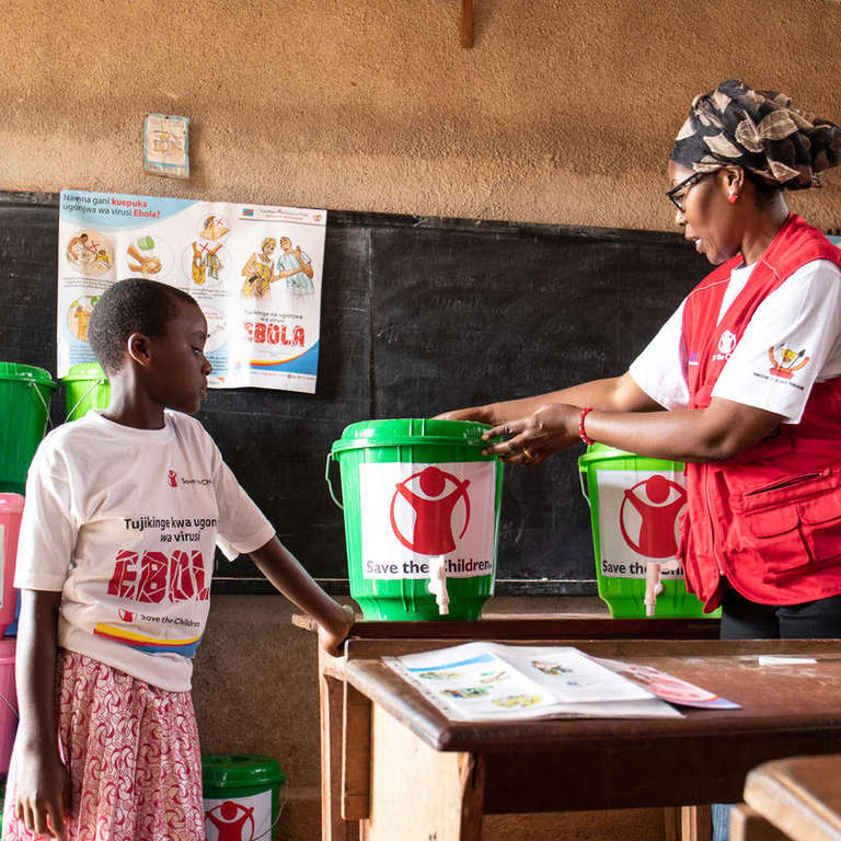 Ebola awareness session in North Kivu, the Democratic Republic of Congo (DRC). Photo credit: Sacha Myers / Save the Children