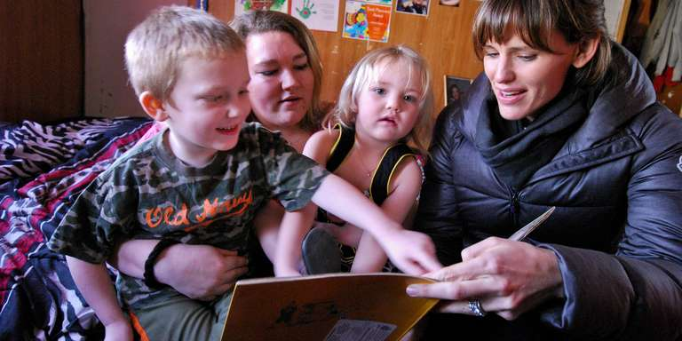 Actor Jennifer Garner visits a family from West Virginia that participates in a Save the Children reading program. Photo by Nicholas Kristof 2017.